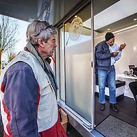 Nederland, Amsterdam, 17 februari 2016.<br /> De zogenaamde Zorgbus, een initiatief van Dokters van de Wereld verleent medische checkups aan uitgeproduceerde asielzoekers de &ldquo;ongedocumenteerden&rdquo; zoals hier in de Willem Fenegastraat.<br /> De bus rijdt sinds enkele weken rond.<br /> <br /> <br /> <br /> Foto: Jean-Pierre Jans