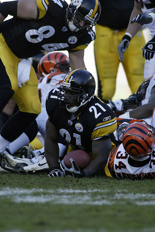 Running back Amos Zereoue of the Pittsburgh Steelers looks up after being tackled during their 24-20 defeat to the Cincinnati Bengals on 11/30/2003. ©JC Ridley/NFL Photos.