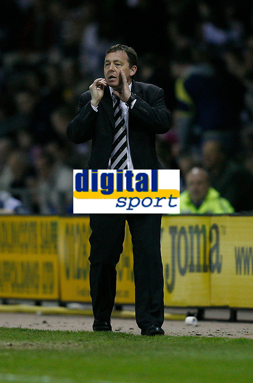 Photo: Steve Bond.<br />Derby County v Luton Town. Coca Cola Championship. 20/04/2007. Billy Davies issues instructions as derby hold on