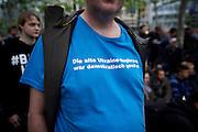 Frankfurt am Main | 28 Apr 2014<br /> <br /> Am Montag (28.04.2014) veranstalteten etwa 200 Menschen an der Hauptwache in Frankfurt am Main sogenannte Montagsdemos gegen Hartz IV und die Agenda 2010 und dann sp&auml;ter f&uuml;r den Frieden, gegen den Krieg etc., am zweiten Teil der Montagsdemo nahmen AfD-Aktivisten und die Neonazi-Aktivistin Sigrid Sch&uuml;&szlig;ler (NPD, RNF/Ring Nationaler Frauen) teil.<br /> Hier: Aktivist mit einem T-Shirt mit der Aufschrift &quot;Die alte Ukraine-Regierung war demokratisch gew&auml;hlt&quot;.<br /> <br /> &copy;peter-juelich.com<br /> <br /> [No Model Release | No Property Release]