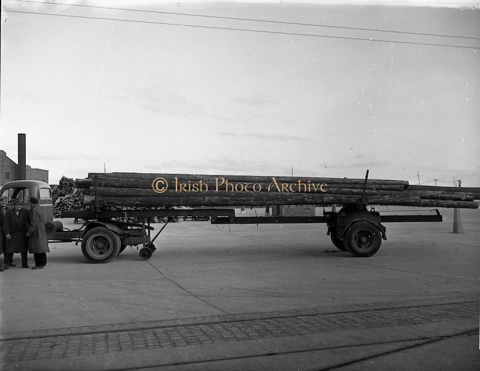 03/12/1952<br /> 12/03/1952<br /> 12 December 1952<br /> View of truck and trailer transporting poles at Dublin Port. Image for Maurice L. Clifford Solicitors for accident case.