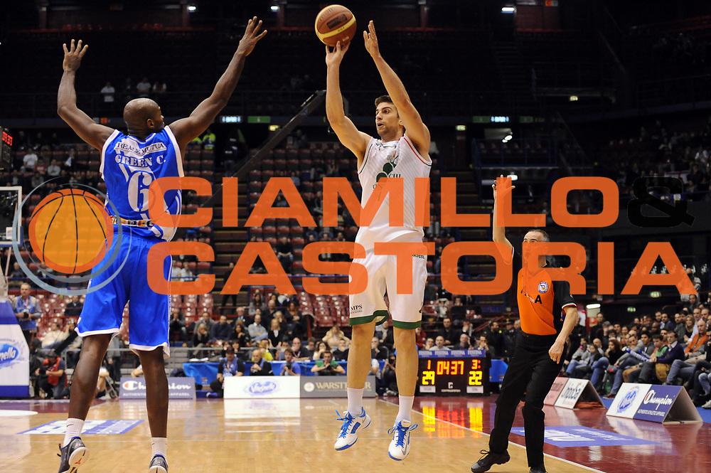 DESCRIZIONE : Milano Coppa Italia Final Eight 2014 Finale Montepaschi Siena Banco di Sardegna Sassari<br /> GIOCATORE : Jeff Viggiano<br /> CATEGORIA : Tiro Three Points<br /> SQUADRA : Montepaschi Siena<br /> EVENTO : Beko Coppa Italia Final Eight 2014<br /> GARA : Montepaschi Siena Banco di Sardegna Sassari<br /> DATA : 09/02/2014<br /> SPORT : Pallacanestro<br /> AUTORE : Agenzia Ciamillo-Castoria/M.Marchi<br /> Galleria : Lega Basket Final Eight Coppa Italia 2014<br /> Fotonotizia : Milano Coppa Italia Final Eight 2014 Finale Montepaschi Siena Banco di Sardegna Sassari<br /> Predefinita :