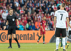 18.06.2016, Parc de Princes, Paris, FRA, UEFA Euro, Frankreich, Portugal vs Oesterreich, Gruppe F, im Bild Referee Nicola Rizzoli (ITA), Marko Arnautovic (AUT) // during Group F match between Portugal and Austria of the UEFA EURO 2016 France at the Parc de Princes in Paris, France on 2016/06/18. EXPA Pictures © 2016, PhotoCredit: EXPA/ JFK