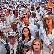 NLD/Amsterdam/20100522 - Concert Toppers 2010, publiek gekleed in wit en zilver