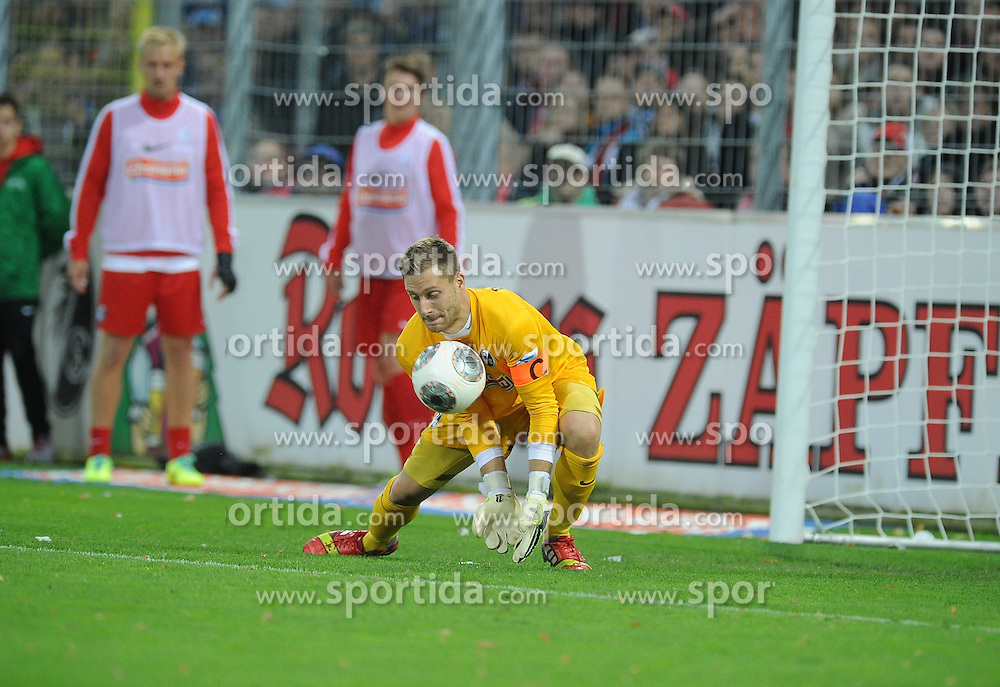 27.10.2013, Mage Solar Stadion, Freiburg, GER, 1. FBL, SC Freiburg vs Hamburger SV, 10. Runde, im Bild Oliver Baumann (Torwart / Goalie SC Freiburg) kann den Ball nicht festhalten // during the German Bundesliga 10th round match between SC Freiburg and Hamburger SV at the Mage Solar Stadion in Freiburg, Germany on 2013/10/27. EXPA Pictures &copy; 2013, PhotoCredit: EXPA/ Eibner-Pressefoto/ Laegler<br /> <br /> *****ATTENTION - OUT of GER*****