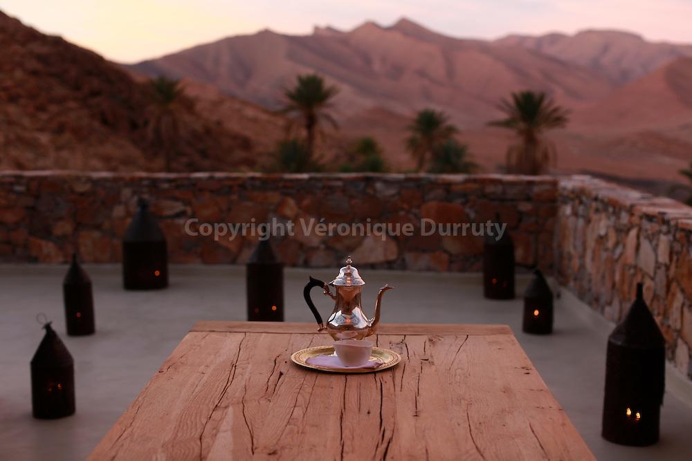 """Terrasse de """"La Maison rouge"""", hotel de charme de la Maison des Rêves, oasis d'Awju, sud marocain, // """"La Maison rouge"""", hotel in Awju oasis, southern Morocc"""