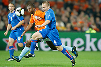 Fotball<br /> Nederland / Holland<br /> Foto: ProShots/Digitalsport<br /> NORWAY ONLY<br /> <br /> VM-kvalifisering<br /> Nederland v Island<br /> 11.10.2008<br /> <br /> Nederland - Ijsland , 11-10-2008 , WK kwalificatie ,  Ryan Babel in duel met Kristjan Örn Sigurdsson