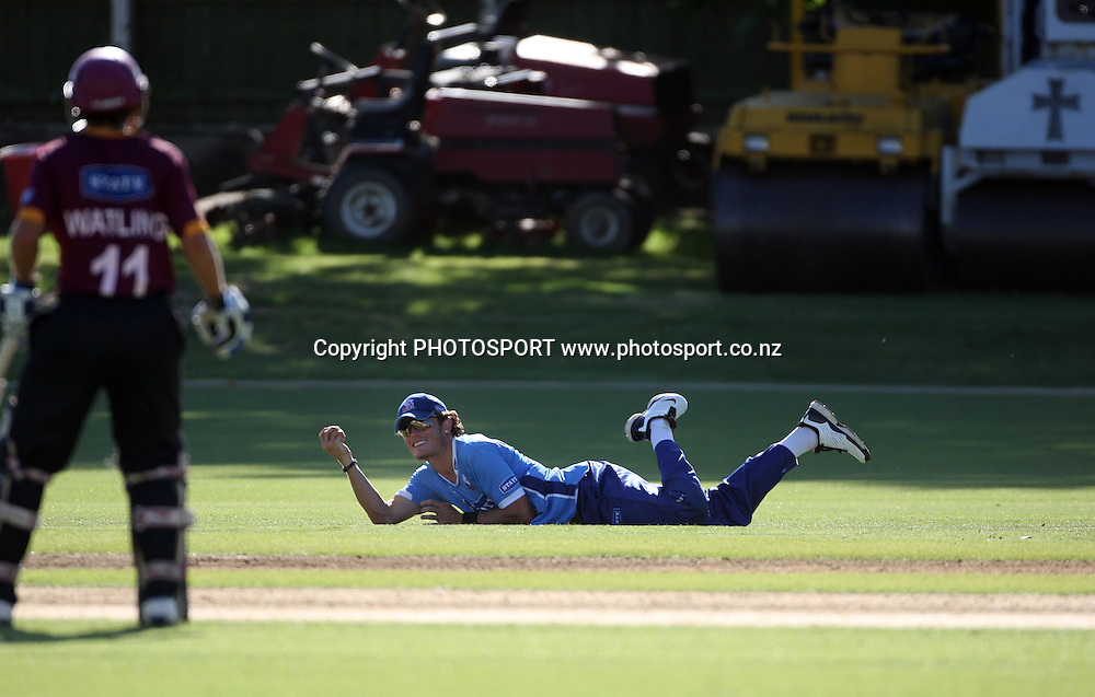 Aces fielder Rob Nicol takes a catch during the State Shield one day cricket match at Eden Park's outer oval between the Auckland Aces and the Northern Knights, Auckland, Wednesday 21 January 2009. Photo: Andrew Cornaga/PHOTOSPORT