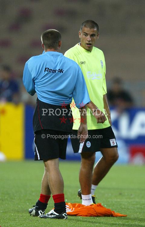 BANGKOK, THAILAND - Wednesday, July 23, 2003: Liverpool's Michael Owen (blue) and Milan Baros during a training session in at the Rajamangala National Stadium. (Pic by David Rawcliffe/Propaganda)