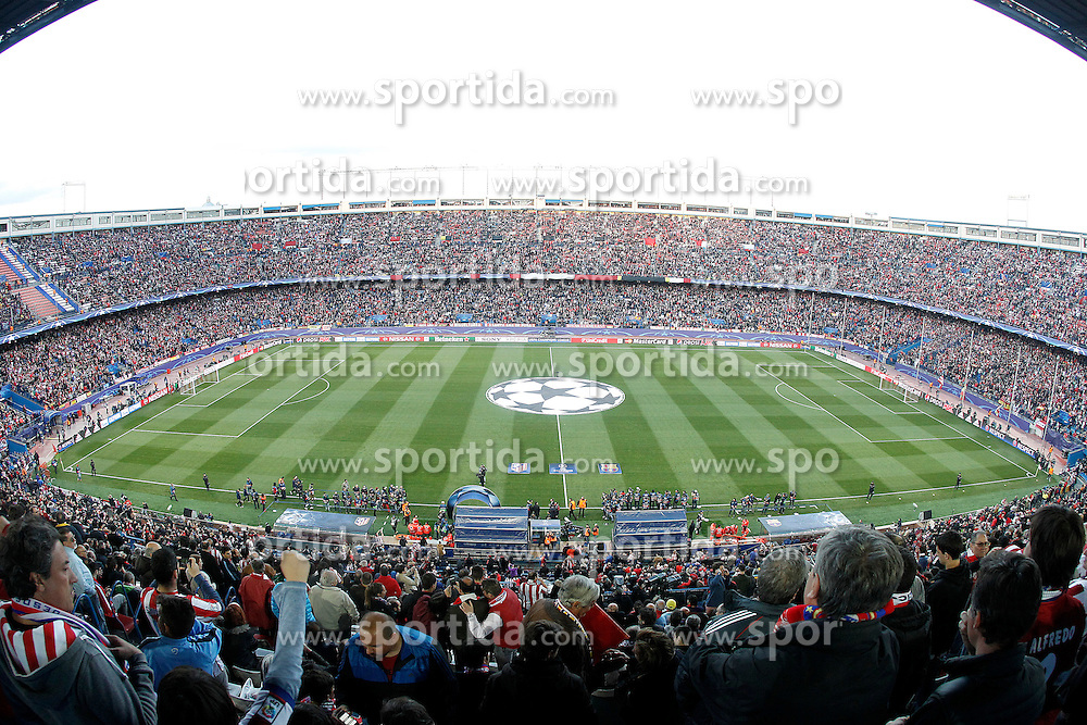 13.04.2016, Estadio Vicente Calderon, Madrid, ESP, UEFA CL, Atletico Madrid vs FC Barcelona, Viertelfinale, Rueckspiel, im Bild Atletico de Madrid's supporters // during the UEFA Champions League Quaterfinal, 2nd Leg match between Atletico Madrid and FC Barcelona at the Estadio Vicente Calderon in Madrid, Spain on 2016/04/13. EXPA Pictures &copy; 2016, PhotoCredit: EXPA/ Alterphotos/ Acero<br /> <br /> *****ATTENTION - OUT of ESP, SUI*****