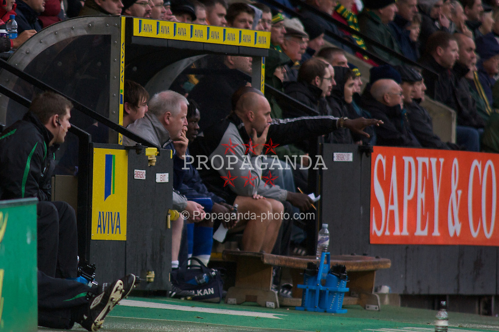 NORWICH, WALES - Saturday, November 14, 2009: Tranmere Rovers' Tranmere's Caretaker Manager Les Parry watches from the dugouts as his team battle against Norwich City during the League One match at Carrow Road. (Pic by David Rawcliffe/Propaganda)