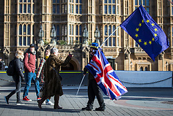 © Licensed to London News Pictures. 07/02/2018. London, UK.  A passerby gives a thumbs up to an anti-Brexit protester opposite Parliament as Prime Minister Theresa May chairs a meeting of the Brexit War Cabinet. Photo credit: Rob Pinney/LNP