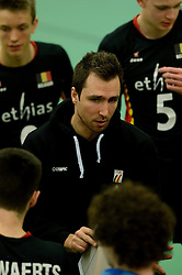 29-12-2014 NED: Eurosped Volleybal Experience Nederland - Belgie -19, Almelo<br /> Nederland verliest met 3-2 van Belgie / Coach Steven Vanmedegael