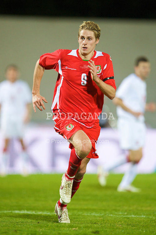 VILA REAL DE SANTO ANTONIO, PORTUGAL - Wednesday, February 11, 2009: Wales' David Edwards in action against Poland during the International Friendly match at the Vila Real de Santo Antonio Sports Complex. (Mandatory credit: David Rawcliffe/Propaganda)
