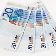 Nederland Barendrecht 29 maart 2009 20090329 Foto: David Rozing ..bankbiljetten, 20,  twintig, valuta, betaalmiddel, kosten,papiergeld,biljet,biljetten,bankbiljet,bankbiljetten,eurobiljet,eurobiljetten, betaalmiddelen,recessie, kredietcrisis, economie,test.money , euro stockbeeld, stockfoto, stock, studio opname, illustratie.Foto: David Rozing