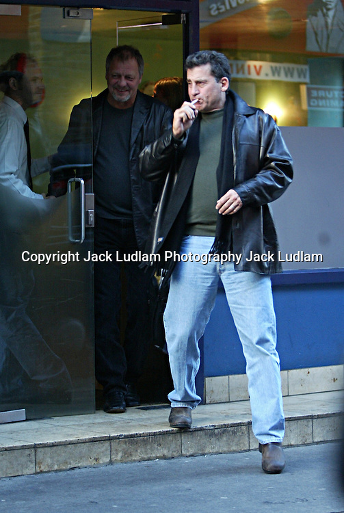 PICTURE EXCLUSIVE JACK LUDLAM..STARSKY AND HUTCH STROLLING IN LONDON