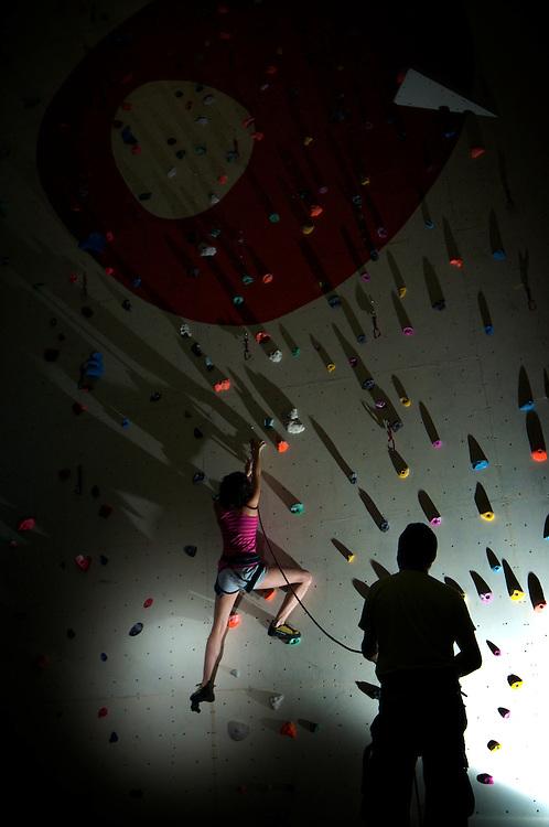 Itsaso Basozabal and Pedro Bezno Moreno posing for a photo shoot in Cardiff's indoor gymn, Boulders.