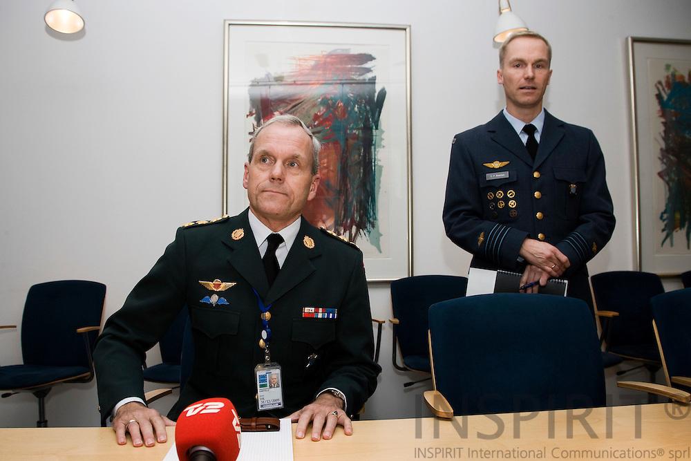 BRUSSELS - BELGIUM - 10 NOVEMBER 2009 -- Knud Bartels på pressemoedet i NATOs hovedkvarter efter sin udnaevnelsetil forsvarschef. Til hoejre for ham Oberstløjtnant C.P. Brixensen fra den danske NATO delegation.  PHOTO: ERIK LUNTANG
