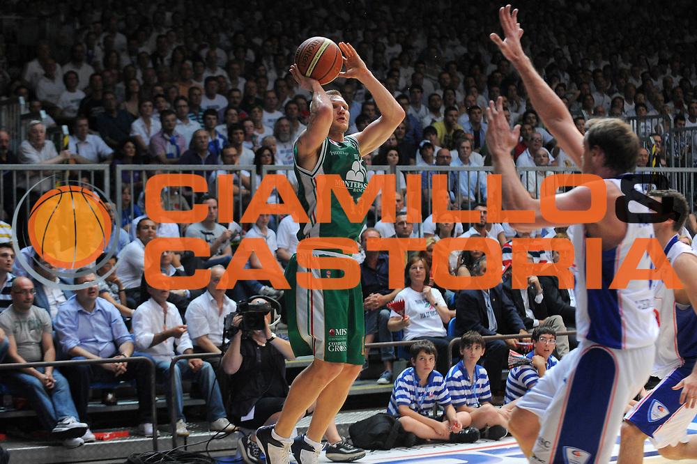 DESCRIZIONE : Cantu Lega A 2010-11 Finale Play off Gara 3 Bennet Cantu Montepaschi Siena<br />GIOCATORE : Rimantas Kaukenas<br />SQUADRA : Montepaschi Siena<br />EVENTO : Campionato Lega A 2010-2011<br />GARA : Bennet Cantu Montepaschi Siena<br />DATA : 15/06/2011<br />CATEGORIA : Tiro<br />SPORT : Pallacanestro<br />AUTORE : Agenzia Ciamillo-Castoria/A.Dealberto<br />Galleria : Lega Basket A 2010-2011<br />Fotonotizia : Cantu Lega A 2010-11 Finale Play off Gara 3 Bennet Cantu Montepaschi Siena<br />Predefinita :