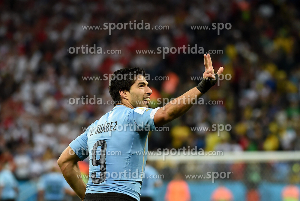 19.06.2014, Arena de Sao Paulo, Sao Paulo, BRA, FIFA WM, Uruguay vs England, Gruppe D, im Bild Uruguay's Luis Suarez celebrates for his goal // during Group D match between Uruguay and England of the FIFA Worldcup Brasil 2014 at the Arena de Sao Paulo in Sao Paulo, Brazil on 2014/06/19. EXPA Pictures &copy; 2014, PhotoCredit: EXPA/ Photoshot/ Li Ga<br /> <br /> *****ATTENTION - for AUT, SLO, CRO, SRB, BIH, MAZ only*****