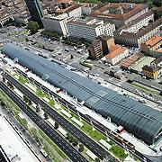 Stazione ferroviaria di Porta Susa lungo il viale della Spina Centrale di Torino <br /> Vista panoramica dal grattacielo di Intesa Sanpaolo.<br /> Torino 25 maggio 2016