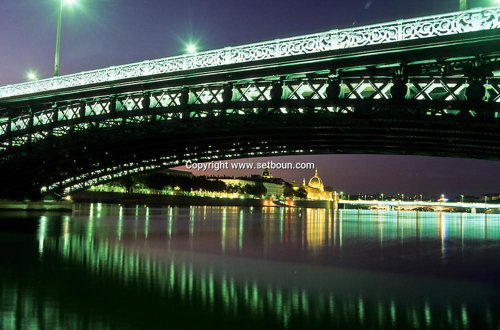 France. Lyon . The university Bridge which spans the Rhone is one of the rare ones to have survived the war.       le Pont de l'universite qui enjambe le Rhône, est un des rares ouvrages rescape de la guerre      R00063 17    L930828e     P0000205