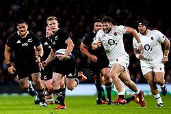 Damian McKenzie of New Zealand goes runs with the ball - Mandatory by-line: Robbie Stephenson/JMP - 10/11/2018 - RUGBY - Twickenham Stadium - London, England - England v New Zealand - Quilter Internationals