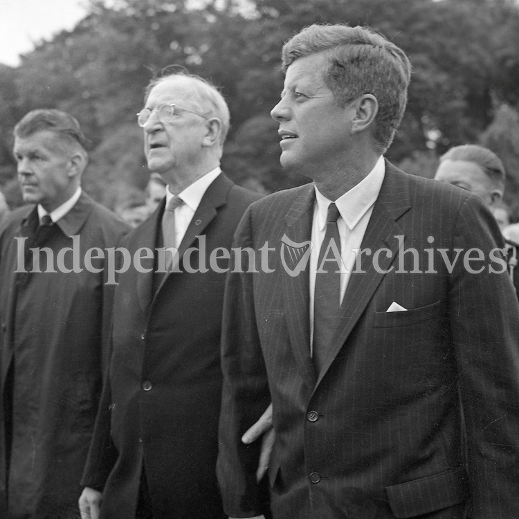 95276<br /> <br /> American President John Fitzgerald Kennedy (J.F.K.)'s visit to Ireland June 1963.<br /> &Eacute;amon De Valera and JFK.<br /> (Part of the Independent Newspapers Ireland/NLI collection.)
