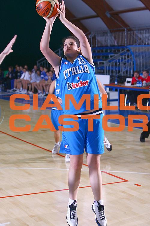 DESCRIZIONE : Pomezia Torneo Internazionale Basket Femminile Nazionale Italia Donne Under 20 Nazionale Italia Donne Under 18<br /> GIOCATORE : Silva<br /> SQUADRA : Italia Under 18<br /> EVENTO :  Pomezia Torneo Internazionale Basket Femminile Nazionale Italia Donne Under 20 Nazionale Italia Donne Under 18<br /> GARA : Italia Under 20 Italia Under 18<br /> DATA : 29/12/2006<br /> CATEGORIA : Tiro<br /> SPORT : Pallacanestro<br /> AUTORE : Agenzia Ciamillo-Castoria/E.Castoria<br /> Galleria : FIP Nazionale Italiana<br /> Fotonotizia : Pomezia Torneo Internazionale Basket Femminile Nazionale Italia Donne Under 20 Nazionale Italia Donne Under 18<br /> Predefinita :