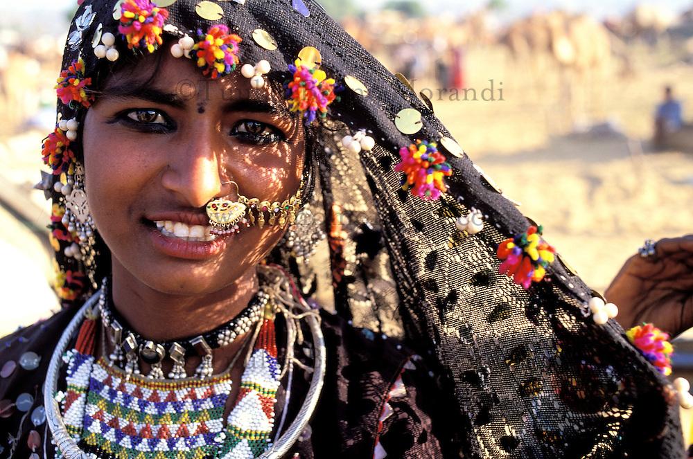 Inde - Rajasthan - foire de Pushkar - Femme tzigane/Gitan. // India. Rajasthan. Pushkar fair. Gypsy woman
