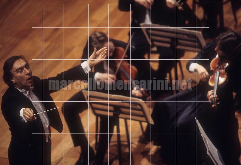 Claudio Abbado conducting the Chamber Orchestra of Europe at Lingotto in Turin, 1995 / Claudio Abbado mentre dirige la Chamber Orchestra of Europe al Lingotto di Torino, 1995 - © Marcello Mencarini
