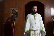 """Pater Calinic, Pfarrer der rumänisch-orthodoxen Gemeinde in Hamburg,<br /> seit 17 Jahren in Hamburg: """"Der Vorteil ist: Durch die Debatte werden wir BEMERKT.<br /> Das bietet uns die Möglichkeit, den Menschen zu zeigen, dass wir keine Bösewichte sind."""""""