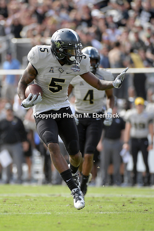 Central Florida wide receiver Dredrick Snelson (5) runs into the end zone for a touchdown after catching a pass during the first half of the American Athletic Conference championship NCAA college football game against Memphis Saturday, Dec. 2, 2017, in Orlando, Fla. (Photo by Phelan M. Ebenhack)