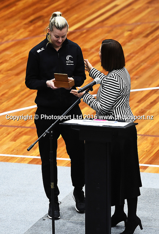 Nelson Mayor Rachel Reese gives captain Katrina Grant the key to the city at meet the Silver Ferns before the 1st test against the Jamaican Sunshine Girls for the Taini Jamison Trophy. Trafalgar Centre, Nelson, New Zealand. Friday 9 September 2016. ©Copyright Photo: Chris Symes / www.photosport.nz