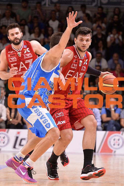 DESCRIZIONE :  Lega A 2014-15  Banco di Sardegna Sassari - EA7 Milano playoff Semifinale gara 3 <br /> GIOCATORE : Gentile Alessandro<br /> CATEGORIA : Low Palleggio<br /> SQUADRA : EA7 Milano<br /> EVENTO : PlayOff Semifinale gara 3<br /> GARA : Banco di Sardegna Sassari - EA7 Milano PlayOff Semifinale Gara 3<br /> DATA : 02/06/2015 <br /> SPORT : Pallacanestro <br /> AUTORE : Agenzia Ciamillo-Castoria/Richard Morgano<br /> Galleria : Lega Basket A 2014-2015 Fotonotizia : Sassari Lega A 2014-15  Banco di Sardegna Sassari- EA7 Milano playoff Semifinale  gara 3<br /> Predefinita :