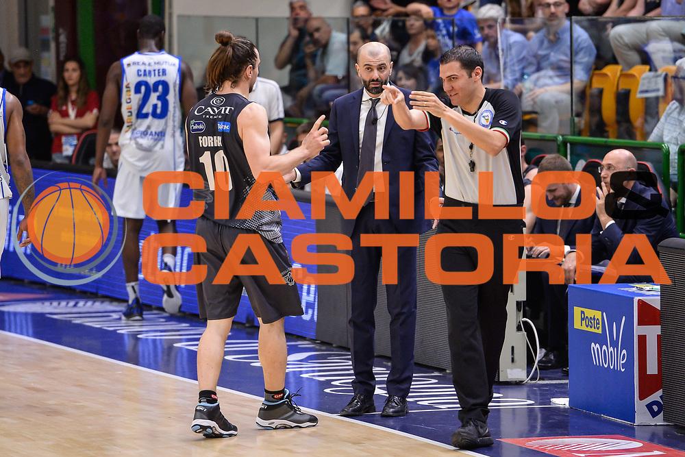 Manuel Attard, Toto Forray<br /> Banco di Sardegna Dinamo Sassari - Dolomiti Energia Aquila Basket Trento<br /> Legabasket Serie A LBA Poste Mobile 2016/2017<br /> Playoff Quarti Gara3<br /> Sassari 16/05/2017<br /> Foto Ciamillo-Castoria