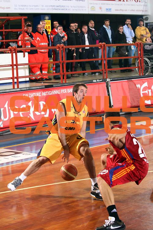 DESCRIZIONE : Porto San Giorgio Lega A 2008-09 Premiata Montegranaro Lottomatica Virtus Roma<br /> GIOCATORE : Daniele Cavaliero<br /> SQUADRA : Premiata Montegranaro<br /> EVENTO : Campionato Lega A 2008-2009<br /> GARA : Premiata Montegranaro Lottomatica Virtus Roma<br /> DATA : 19/04/2009<br /> CATEGORIA : Palleggio<br /> SPORT : Pallacanestro<br /> AUTORE : Agenzia Ciamillo-Castoria/G.Ciamillo