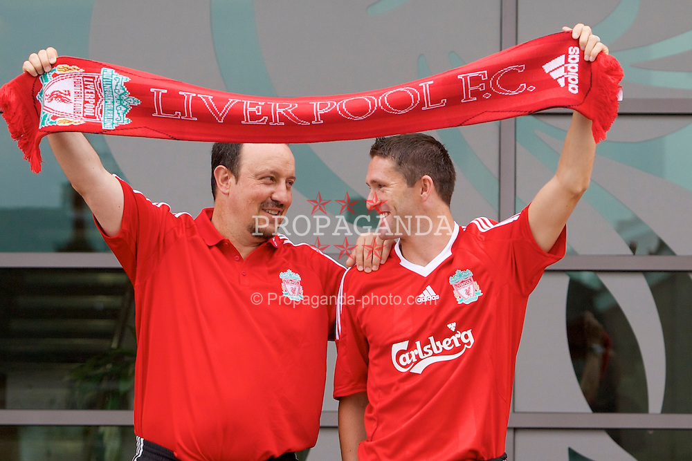LIVERPOOL, ENGLAND - Tuesday, July 29, 2008: Liverpool's new signing Robbie Keane with manager Rafael Benitez at the club's Melwood Training Ground. (Photo by David Rawcliffe/Propaganda)