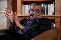 31 MAY 2010, BERLIN/GERMANY:<br /> Jagdish Natwarlal Bhagwati, indischer Oekonom und Professor fuer Politik und Wirtschaft an der Columbia University, waehrend einem Interview, Bibiothek der American Academy<br /> IMAGE: 20100531-02-053<br /> KEYWORDS: Jagdish Bhagwati, Ökonom