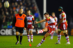Gloucester Fly-Half (#10) Freddie Burns kicks a Penalty during the second half of the match - Photo mandatory by-line: Rogan Thomson/JMP - Tel: Mobile: 07966 386802 03/11/2012 - SPORT - RUGBY - Twickenham Stoop - London. Harlequins v Gloucester - Aviva Premiership