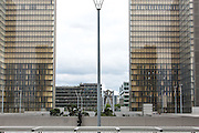 The Fran&ccedil;ois-Mitterrand Library opened to the public in 1996. The building was the first example of minimalist tendency, on such a scale, in the field of contemporary architecture.<br /> La Biblioteca Fran&ccedil;ois-Mitterrand apre al pubblico nel 1996. Questa biblioteca &egrave; uno dei primi esempi di architettura minimalista contemporanea.