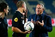 03-10-2015 VOETBAL: WILLEM II-PEC ZWOLLE:TILBURG<br /> Trainer/Coach Ron Jans van PEC Zwolle in discussie met scheidsrechter Liesveld<br /> Foto: Geert van Erven