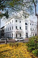 Casco Viejo es la ciudad mas Antigua de la Costa Pacifico de las Americas, y se encuentra al pie del Canal de Panamá en un lado y la Ciudad de Panamá del otro.La arquitectura es una combinación de ruinas desde los días de los Exploradores Españoles y Piratas, y Colonia Francesa del primer intento por construir el Canal de Panamá por los franceses.©Victoria Murillo/Istmophoto