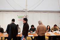 4 March 2012- Palermo, Italy: Electors of the city of Palermo wait in line to cast their vote for one of the centre-left candidate for the primaries:  Fabrizio Ferrandelli, Rita Borsellino, Antonella Monastra and Davide Faraone. ### 4 marzo 2012 - Palermo, Italia. Gli elettori di Palermo attendono in fila per votare uno dei candidati a sindaco nel primarie del centro sinistra:  Fabrizio Ferrandelli, Rita Borsellino, Antonella Monastra e Davide Faraone.