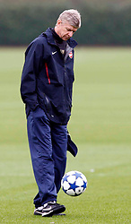 22.11.2010, Colney, London, ENG, UEFA CL, Arsenal Training, im Bild Arsene Wenger, Manager of Arsenal, EXPA Pictures © 2010, PhotoCredit: EXPA/ IPS/ Kieran Galvin *** ATTENTION *** UK AND FRANCE OUT!