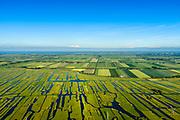 Nederland, Noord-Holland, Gemeente Schermer, 13-06-2017; Grootschermer met de Eilandspolder. Kenmerkend voor polder is de onregelmatige verkaveling en deze staat in contrast met de beroemde geometrische verkaveling van de Beemster in de achtergrond. De Eilandspolder is een vaarland of vaarpolder (landerijen niet bereikbaar via de weg). Natura 2000 laagveen natuurgebied. The polder Eilandspolder in the foreground has an irregular land division in contrast to the famous geometrical well-ordered polder Beemster, 17th century reclaimed landscape, Unesco world heritage.<br /> luchtfoto (toeslag op standard tarieven);<br /> aerial photo (additional fee required);<br /> copyright foto/photo Siebe Swart