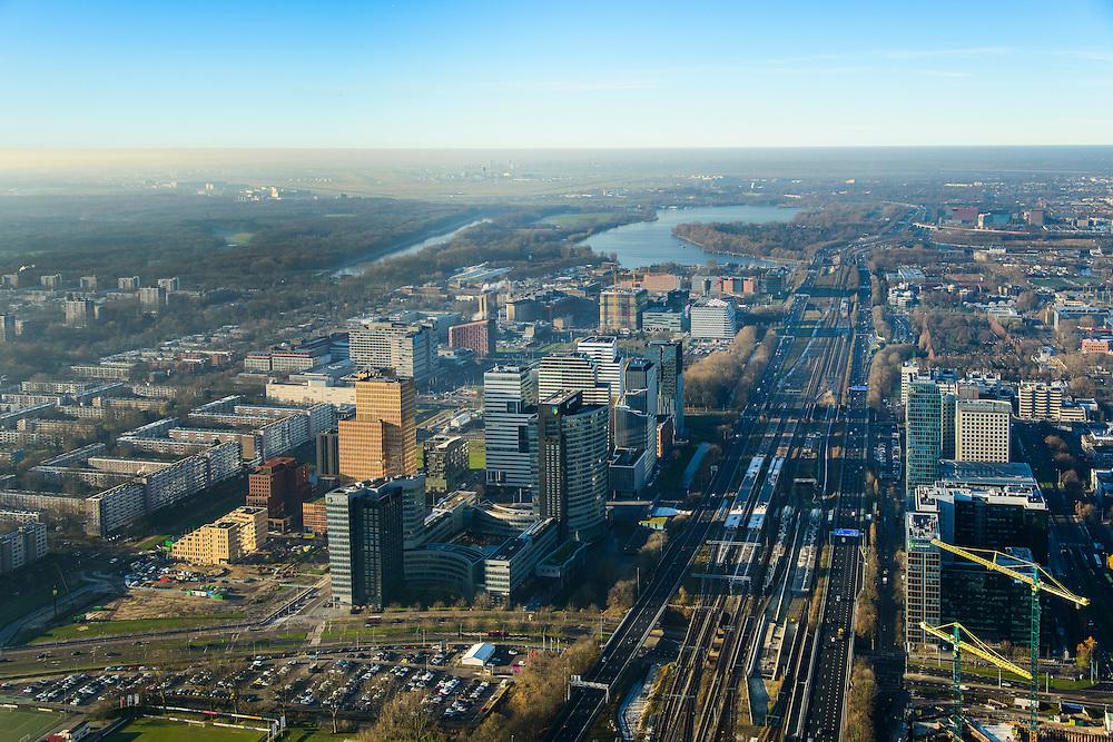 Nederland, Noord-Holland, Amsterdam, 11-12-2013; zicht op de Zuidas met in het midden de A10 met hoofdkantoor ABN-AMRO. Verder in beeld de woontorens Symphony 1 en 2 (onderdeel Gershwin), de Vinoly-toren en Ito-toren (onderdeel Mahler4). Aan de andere kant van de ringweg Zuid Station Zuid-WTC, World Trade Centre (WTC). Foto richting Nieuwe Meer, Schiphol aan de verre horizon.<br /> Zuid-as, 'South axis', financial center in the South of Amsterdam, with headquarters of former ABN AMRO. Amsterdam equivalent of 'the City', financial district. <br /> luchtfoto (toeslag op standaard tarieven);<br /> aerial photo (additional fee required);<br /> copyright foto/photo Siebe Swart.