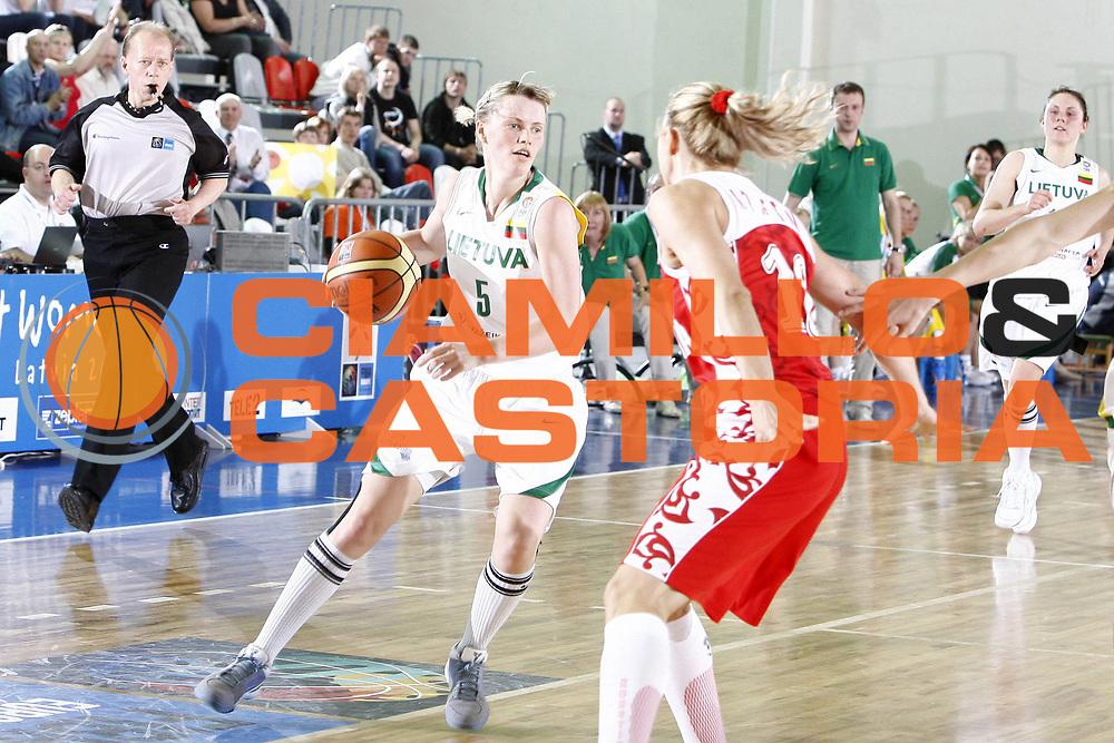 DESCRIZIONE : Valmiera Latvia Lettonia Eurobasket Women 2009 Russia Lituania Russia Lithuania<br /> GIOCATORE : Milda Sauliute<br /> SQUADRA : Lituania Lithuania<br /> EVENTO : Eurobasket Women 2009 Campionati Europei Donne 2009 <br /> GARA :  Russia Lituania Russia Lithuania<br /> DATA : 09/06/2009 <br /> CATEGORIA : palleggio<br /> SPORT : Pallacanestro <br /> AUTORE : Agenzia Ciamillo-Castoria/E.Castoria<br /> Galleria : Eurobasket Women 2009 <br /> Fotonotizia : Valmiera Latvia Lettonia Eurobasket Women 2009 Russia Lituania Russia Lithuania<br /> Predefinita :