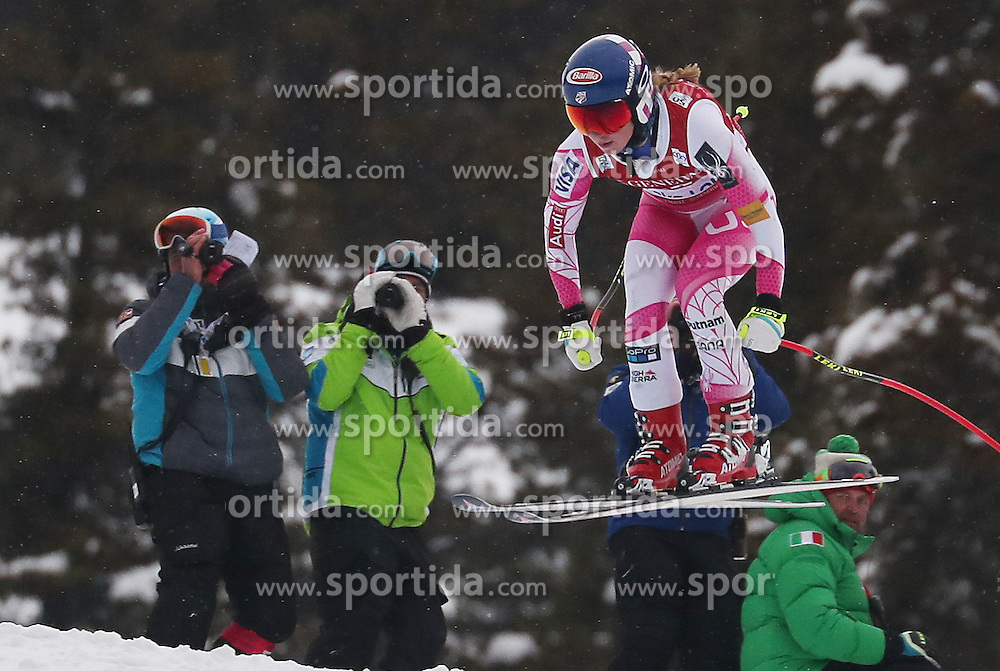 01.12.2016, Lake Louise, USA, FIS Weltcup Ski Alpin, Lake Louise, Abfahrt, Damen, Training, im Bild SHIFFRIN Mikaela // during the practice run of women's Downhill of the Lake Louise FIS Ski Alpine World Cup. Lake Louise, Austria on 2016/12/01. EXPA Pictures &copy; 2016, PhotoCredit: EXPA/ SM<br /> <br /> *****ATTENTION - OUT of GER*****
