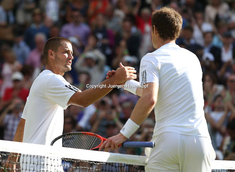 Wimbledon Championships 2013, AELTC,London,<br /> ITF Grand Slam Tennis Tournament,<br /> L-R. Mikhail Youzhny (RUS) gratuliert dem Sieger Andy Murray (GBR) am Netz,<br /> Halbkoerper,Querformat